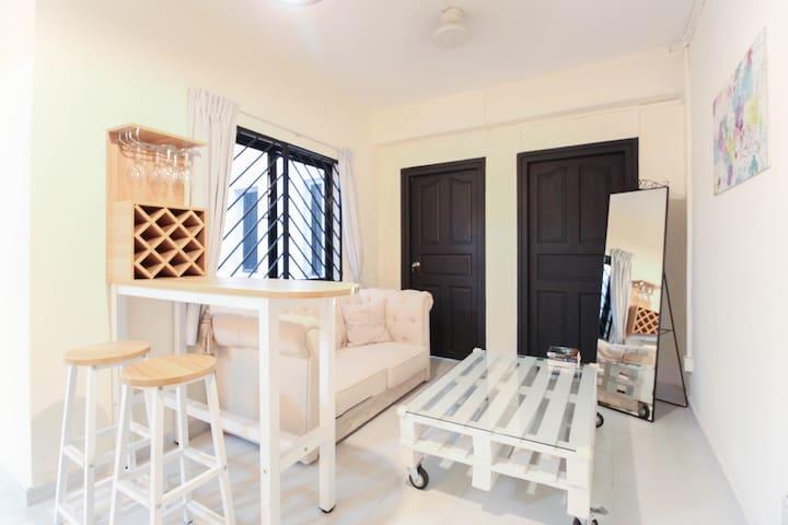Stylish 3 bedrm, famous TiongBahru