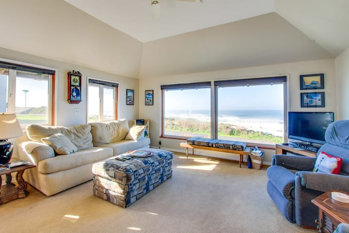 Oceanfront & in great neighborhood within walking distance of eateries & shops!