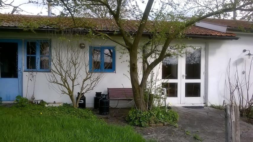 sober  huis in weelderig groen