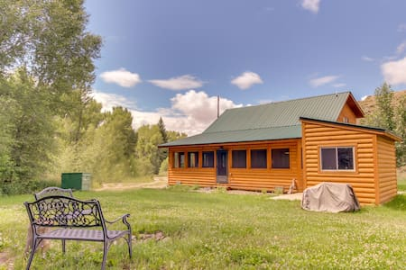 Semi-secluded creekside cabin, one mile away from Blue Mesa Reservoir - dogs ok!