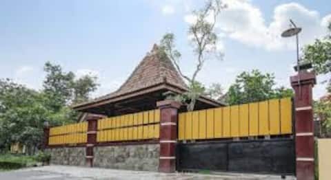 Jogja 4BR, for 11 people, near airport