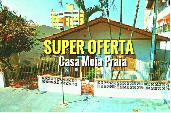 Charmosa casa de praia em Meia Praia - Itapema - Meia Praia - House