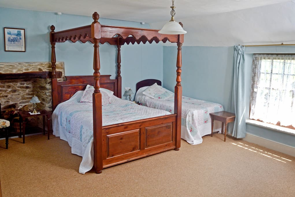 Double 4 poster bed & single bed