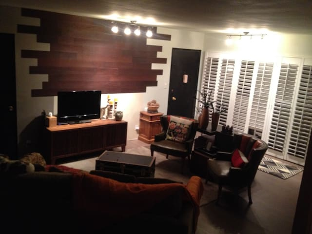 California living at its best!!!!!! - West Hollywood - Apartment