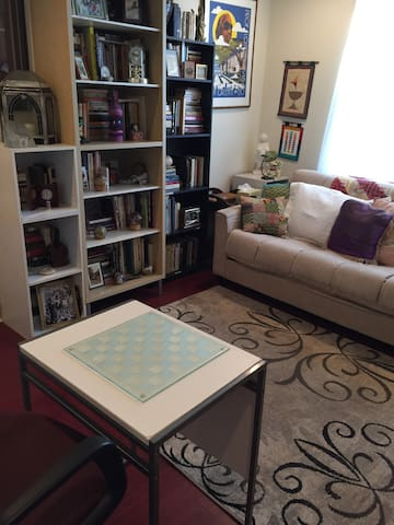 Sweet Library Guestroom in Gentilly