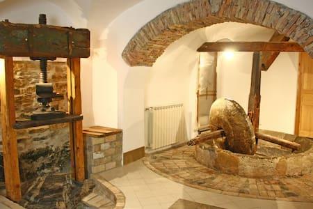 Caratteristica casa in borgo - Dolcedo
