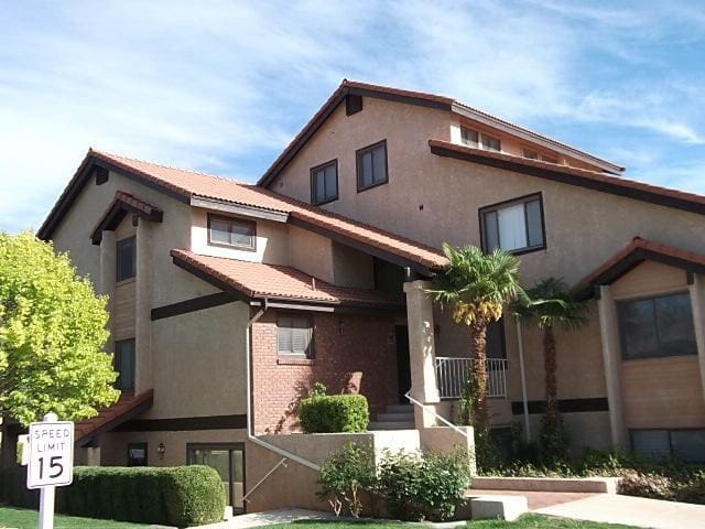 Nice Views, Vaulted Ceilings, and a Great Price!
