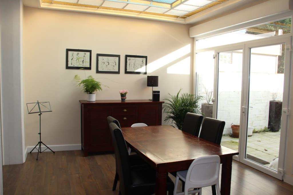grande maison avec jardin proximit de lille maisons louer ronchin nord pas de calais. Black Bedroom Furniture Sets. Home Design Ideas