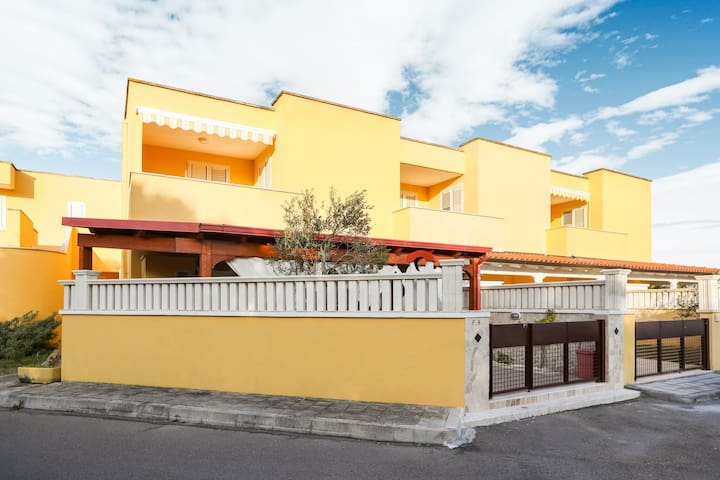 Traditional Holiday Home in Torre dell'Orso with Patio