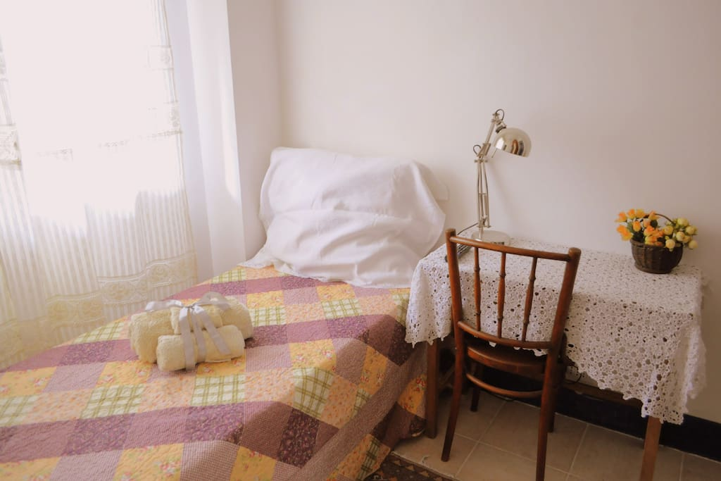 Artemisia Small Room
