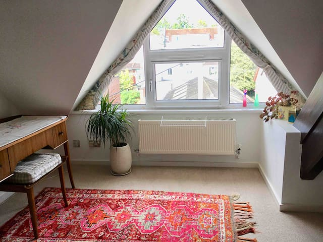 Light Comfy Central  Rm/Attic - nr Harbourside