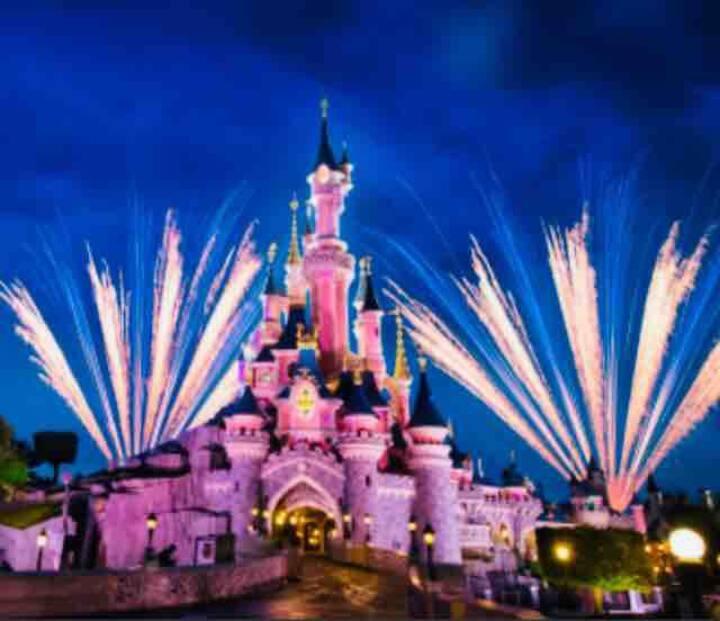 2 Miles to Disneyland Watch Fireworks on Balcony