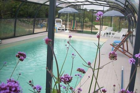 ecogite 5 pers axe ST MALO piscine couv. chauffée - La Chapelle-aux-Filtzméens - Дом