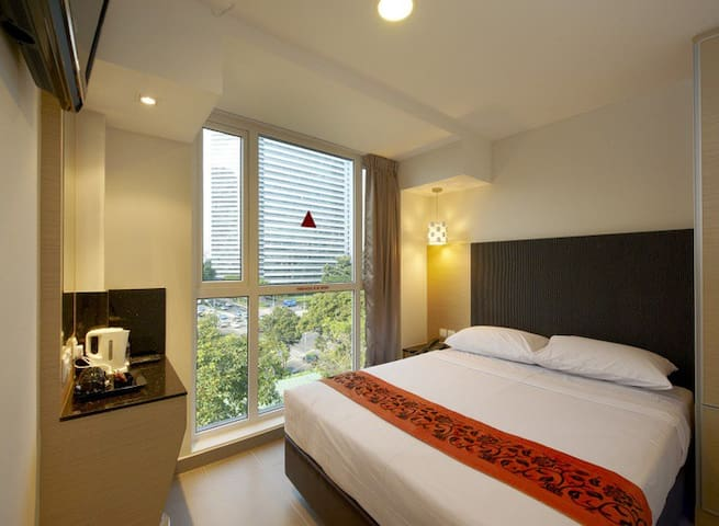 Deluxe Exec in City Center with Attached Bathroom