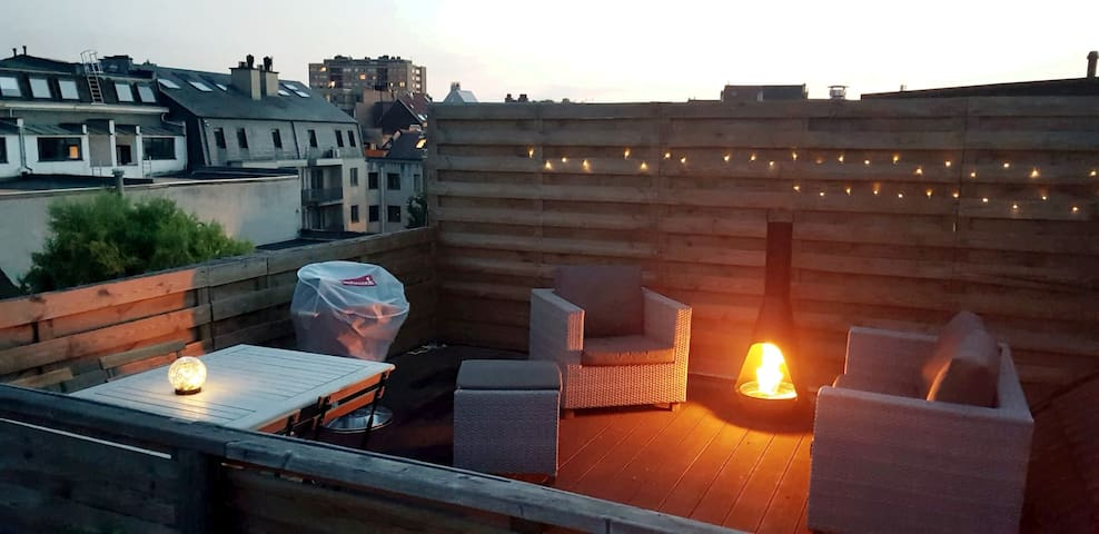 Trendy 3-Bedroom Apartment With Rooftop Terrace