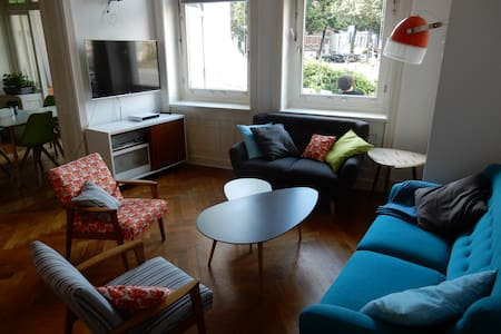 quiet room in an apartment in the city center