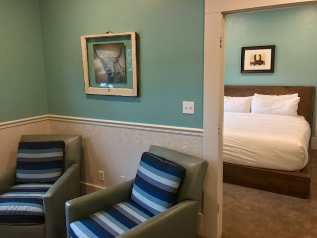 Luxury Suite 117 - Groveland Hotel