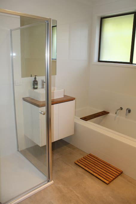 Main bathroom with bath, shower and toilet.