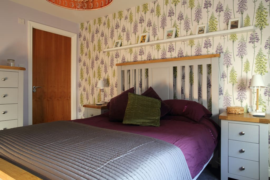 Kingsize bed in master bedroom - double fitted wardrobes and plenty storage for cloths