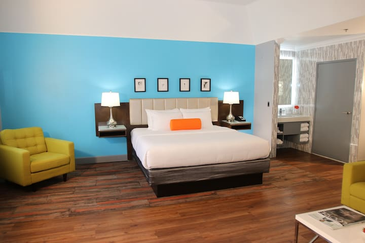 BLVD Hotel & Suites, Suite with One King Bed