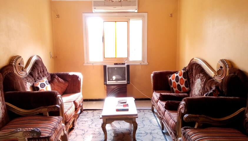 Sunny cozy  apartment in the city center - Al Qbeisi - Appartement