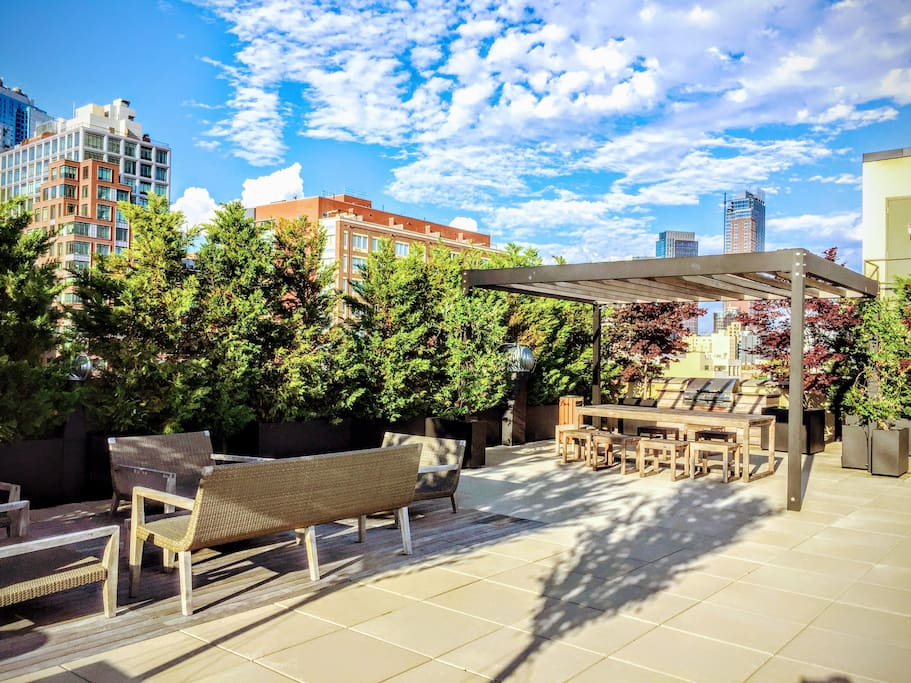 Enjoy beautiful Brooklyn summer nights on this rooftop oasis. Gas grills, picnic tables, and stunning views of the city.