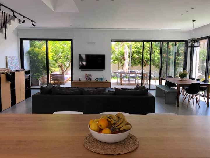 Modern Herzliya Villa 7 minutes from the beach