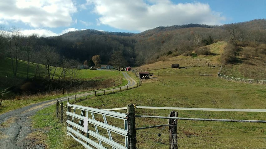 Private, Peaceful Retreat 4 miles from Lewisburg