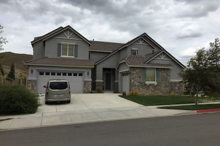Nice large room in Executive Home - Reno