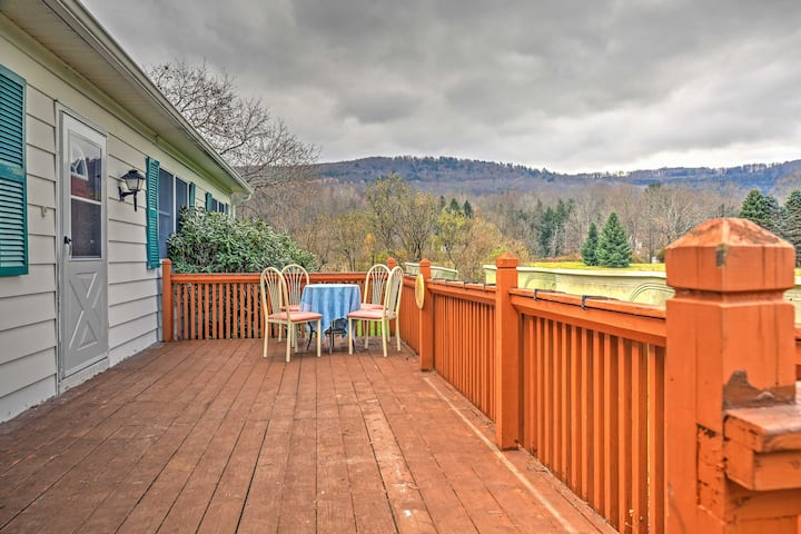 Serene Retreat w/Mtn Views 7Mi to All Star Village