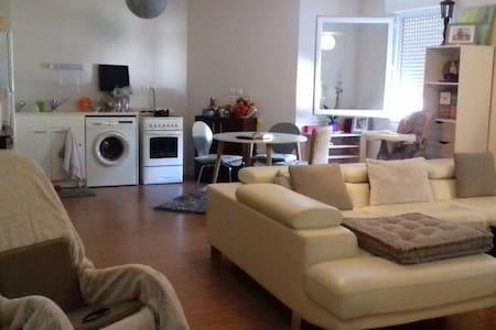 Jolie chambre chaleureuse  dans t3 - 蓬佩尔蒂扎 (Pompertuzat) - 公寓
