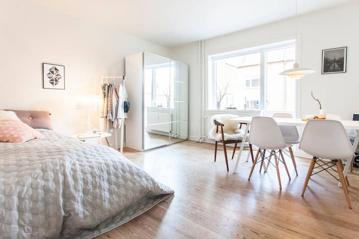 Cozy & light apartment with balcony