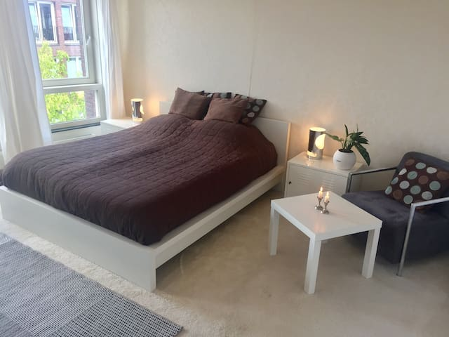 Spacious centrally located room - Tilburg - Townhouse