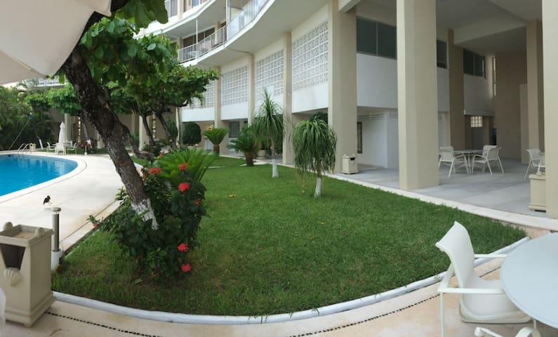 deck alberca y jardín