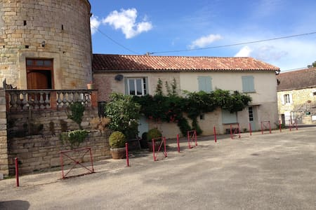 la Tour Bnb - Crayssac - Bed & Breakfast