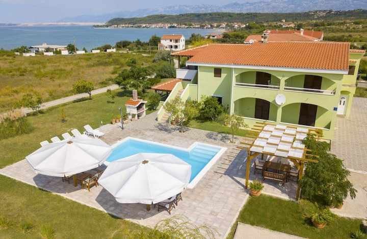Villa Brunna with swimming pool and sea view