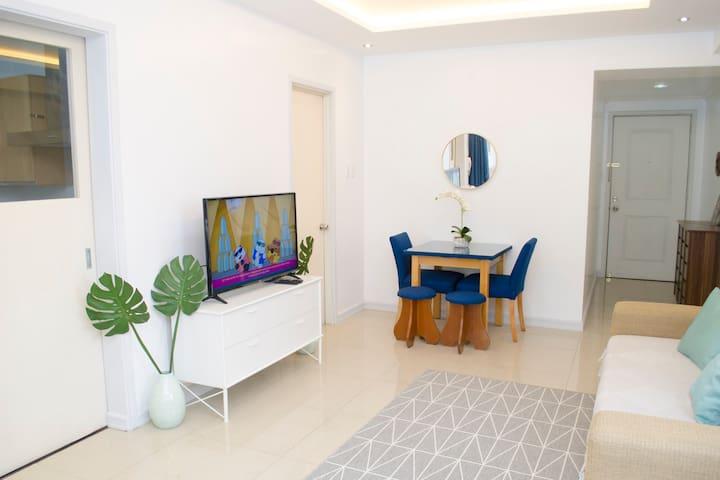 Indigo BGC  Bright Modern Studio @ SOMA