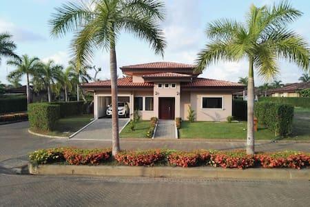 Casa amplia en playa - Bejuco - Casa