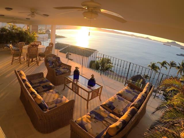 "Luxury house, beach front ""Villa Chulis"""