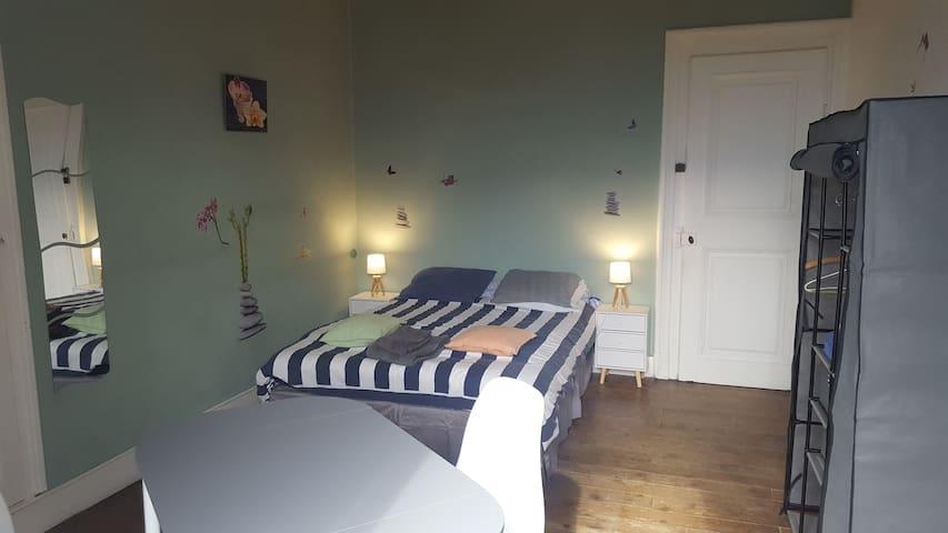 Grande chambre tout confort à St Nazaire Les Eymes