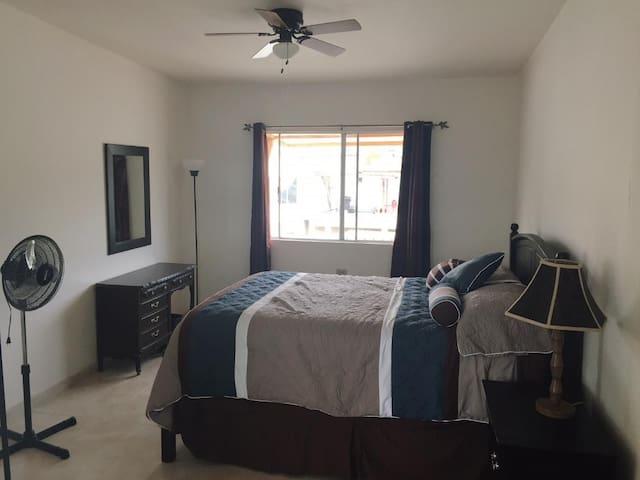 Hermosa habitación con entrada privada!