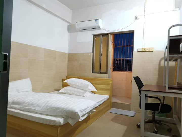 新民市场 馨家公寓空调房 有免费网络 房间物品齐全