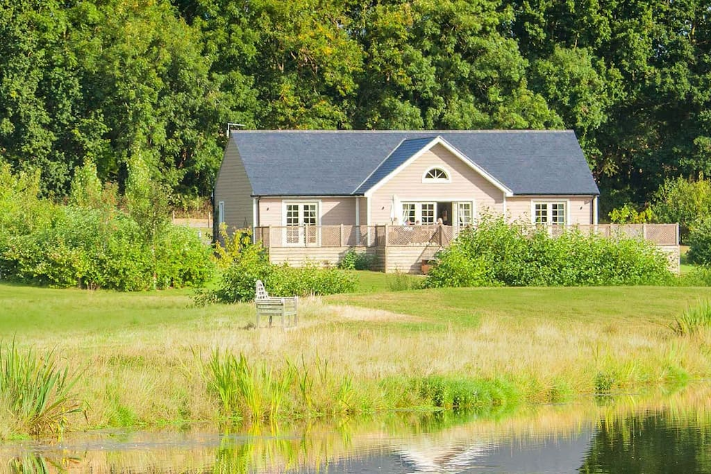 Woodbell Lodge is a luxury 5 AA star self-catering lodge in the breath-taking Colne Valley