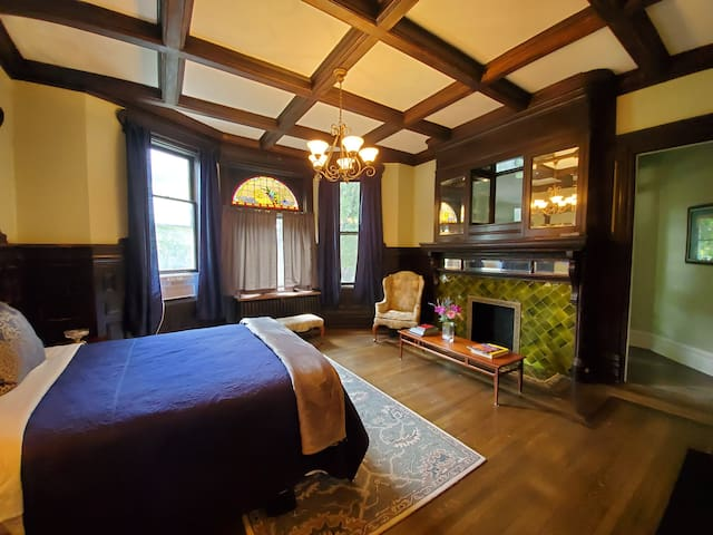 Historic Victorian Apartment 2 - Downtown Peoria