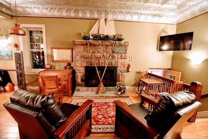 Stoney Lake Retreat, Country Inn at Burleigh Falls