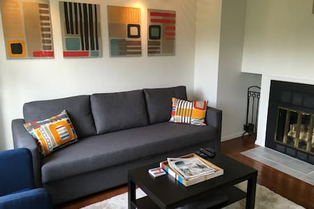 *Immaculate & modern downtown Pearl Street Condo* - Boulder - Appartement