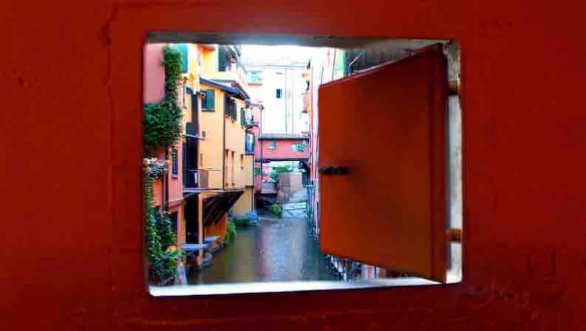 La finestra sul canale di via Piella