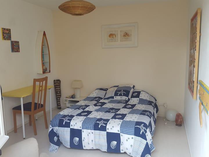 Chambre au calme et confortable, Sdb et wc privés.
