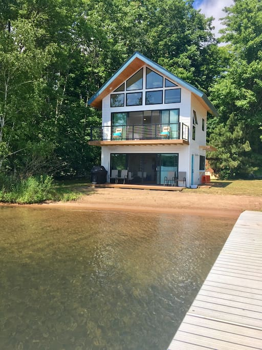 Beach cabin on round lake cabins for rent in hayward for Cabins on lake michigan in wisconsin