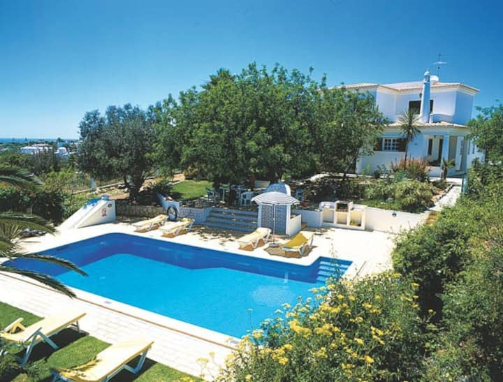 Villa with private pool in Carvoeiro by the beach